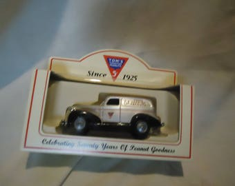 Vintage Tom's Toasted Peanuts Delivery Truck Die Cast Metal by Lledo Days Gone Sealed, collectable