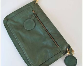 AWAY SALE 20% off vintage 1970s leather clutch - HUNTER Green leather bag