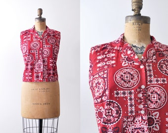 60 handkerchief blouse. red. 1960's bandana top. western print. cropped. L.