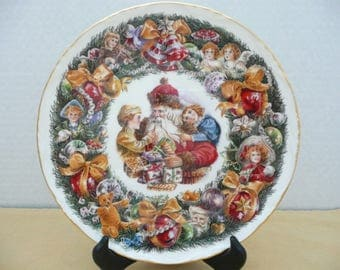 "Royal Albert Bone China ""Christmas Garland"" Decorative Christmas Plate by Neil Faulkner, Victorian Christmas Scene, Made in England"
