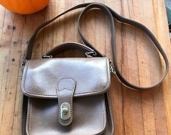 Vintage Handbag / 80s Fashion / Brown / Leather Purse / CrossBody Bag / Messenger Style Bag / Vintage Leather Purse / Designer Purse /