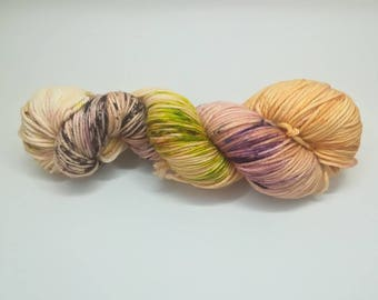 "Merino wool DK, hand dyed yarn - 100%Superwash merino yarn, new Oveja y Punto base, ""Falling leaves speckled"" colourway"