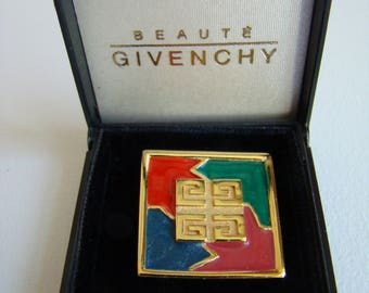 Beauté Givenchy brooch