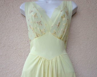 1950s Long Nightgown. Silky Nylon NIGHTGOWN. Yellow Nightgown. Embroidered Leaves. Pinup Style Photos. Boudoir Photos. Old Hollywood Glamour