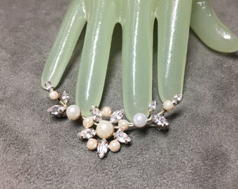 """Vintage 2 1/2"""" Goldtone Clear Rhinestone Faux Pearl  Beaded Flower Swag Style Pin"""