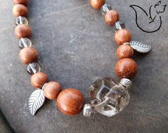 Collier bois exotique et pierre quartz fumé breloques feuilles argent