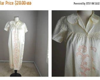 Summer SALE - 20% off - vintage 40s ivory pink sateen robe -- appliques -- distressed -- womens medium