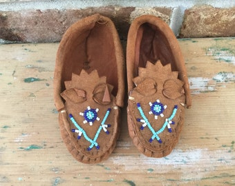 Vintage 1950  Baby Soft   Deerskin Fringe Beaded Moccasins 3 Native American Style