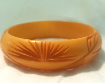 Vintage True Bakelite Bangle Carved Butterscotch Warm Color 2.5 Diameter