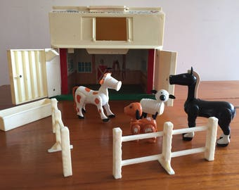 "Fisher Price Little People  #2501 Family Farm / Barn Playset "" 1970's"