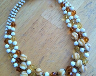 Multi-row glass beads necklace