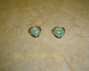 vintage clip on earrings silvertone green white confetti under glass