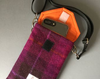 Handy phone purse with long strap and pocket for keys, cards etc.