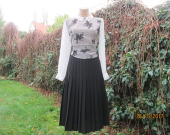 Wool with Poly Pleated Skirt / Skirt Vintage / Black Pleated Skirt / Size EUR42 / UK14 / Black Wool Skirt