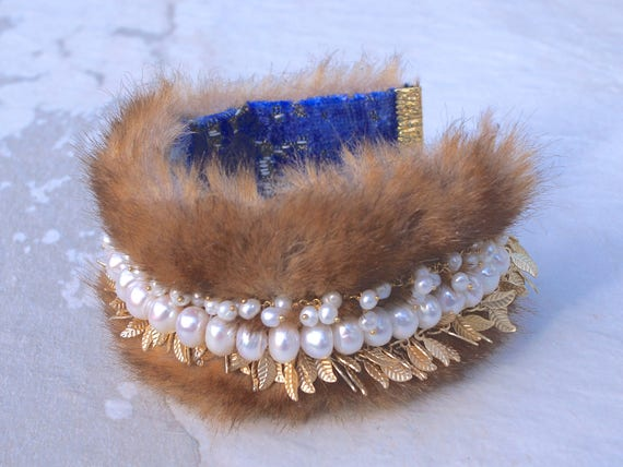 Fur bracelet with freshwater pearl