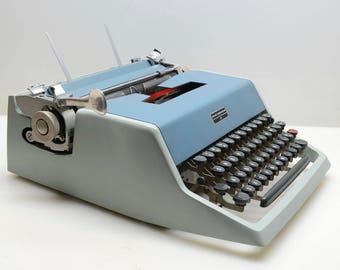 Vintage 1966 Olivetti Underwood 21 Typewriter in Two-Tone Blue Teal Color Working Beauty, Studio 44, Italian Design & Engineering, Retro
