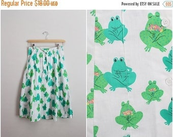 20% OFF SALE // 70s Green Frogs Skirt / Novelty Skirt/ Size XS/S
