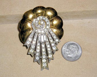 Vintage Art Deco Brass Shell Cut Brooch With Clear Rhinestones And Baguettes 1930's Jewelry 179