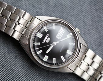 Vintage Automatic Seiko 5 watch with original bracelet black dial day date 6309-7310