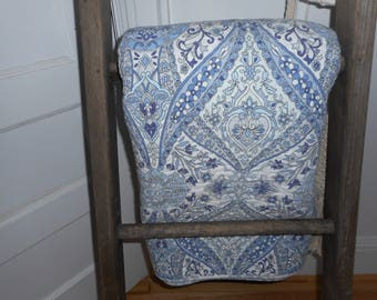 Cynthia Rowley - REDUCED - Beautiful blue and white paisley shabby chic queen size quilt, beautiful condition for home or cottage use.