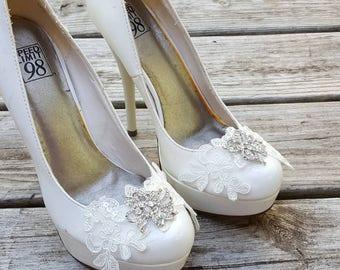 Lace Shoe Clips, Rhinestone Shoe Clips, Wedding Shoe CLips, Bridal Shoe Clips for Wedding Shoes, Bridal Shoes, Light Ivory Shoe Clips