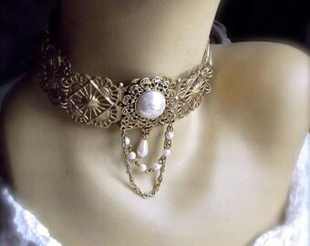 Vintage Brass Filigree, Filigree Neck Cuff, Neck Cuff & Pearl, Cuff with Brooch, Vintage Brooch, Romantic Neck Cuff,