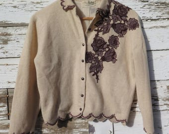 1940s Cashmere Sweater Lined Cardigan Women's S to M Beige 100% Virgin Cashmere Wool Brown Buttons Appliqued Flowers Scalloped Edges Dalton