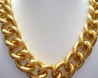 Dicke goldkette frauen