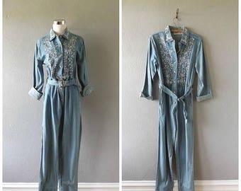 memorial embroidered denim jumpsuit   vintage 80s cotton light blue jean coveralls size m/medium hipster boho pants romper flightsuits 1980s