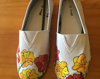 Poppy Painted White Flats *size 6*
