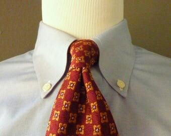 Vintage Brooks Brothers MAKERS Pure Silk Rust Red, Gold, & Pale Blue Geometric Floral Foulard Trad / Ivy League Neck Tie.  Made in USA.