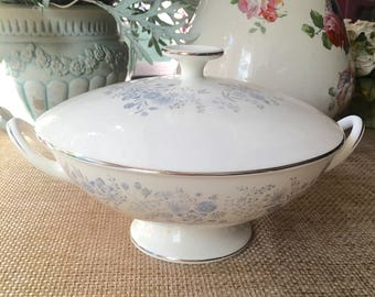 Stunning Wedgwood Belle Fleur Covered Round Vegetable Bowl Blue Gray Flowers with Platinum Trim