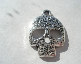 24mm Zinc Based Alloy Day Of The Dead Charms, Antique Silver Sugar Skull Charms, Pack of 5 Skull Charms, C164