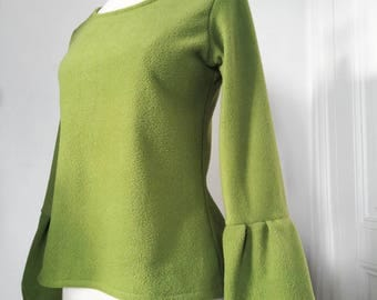 Green tree frog Maria sweater