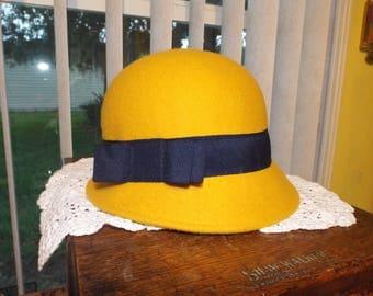 Women's Vintage Cloche Hat Gold Black