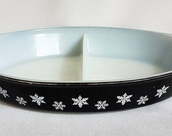 Lovely Crown Pyrex Charcoal Snowflake Divided Dish 1950's/60's Vintage