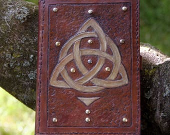 Nominoe – small grimoire with celtic knotwork