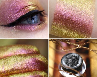 Eyeshadow: Life-giving -Dragonblood. Shining shimmer eyeshadow by SIGIL inspired.