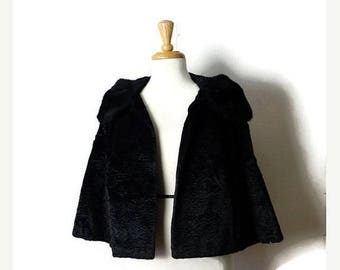 Clearance SALE 40% off Vintage Black x  Faux Fur collared Cropped Jacket  from 1960's*