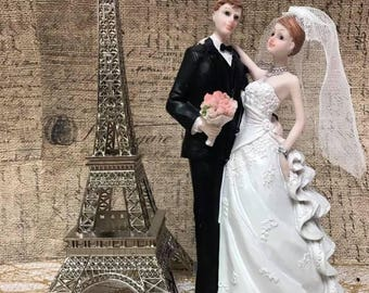 Wedding Cake Topper Bride and Groom with Eiffel Tower Metal Centerpiece Decoration 2 Piece