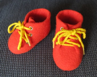100% Merino N 24 felted red baby booties