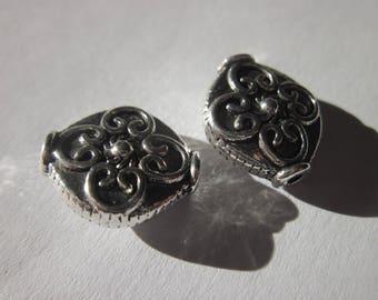 2 flat round beads silver metal 13 X 14 mm (35)