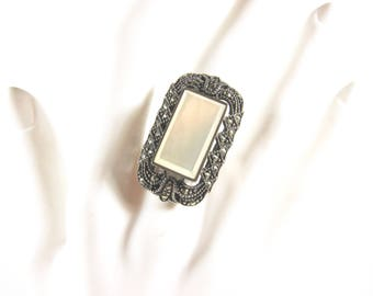 """Vintage Marcasite, Mother Of Pearl and 925 Sterling Silver Size 7 1/2"""" Ring"""