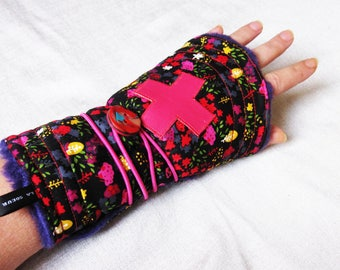 mittens, reversible to wrap leather cross and floral cotton