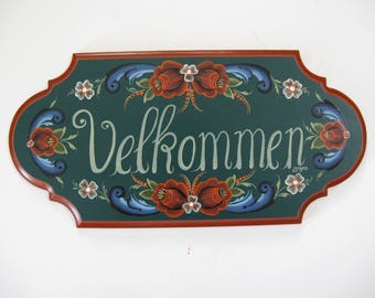 Norwegian Rosemaling on a Velkommen sign