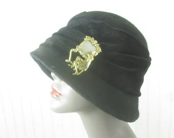 Vintage Hat, Black Velvet Hat, Vintage Hat, Hat with pin, Cloche Hat, Wool and Velvet Hat, vintage hat pin
