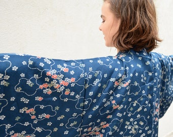 Vintage clothing - Beautiful 'something blue' vintage silk kimono haori with flowers - wear on your wedding day