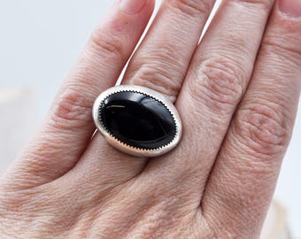 Large Horizontal Black Onyx Ring set in Sterling Silver with a Wide U Shaped Band, Size 5.25 R0034