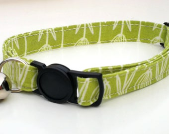 Green Scandi Leaf with breakaway safety clasp