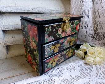 Vintage lacquer floral decoupage jewelry box. Roses. Chinoiserie style. small flower jewelry box. Decoupage flowers. Shabby cottage flowers